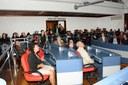 Em reconhecimento aos trabalhos desenvolvidos no Município, Câmara presta homenagem ao Padre Everaldo e à Professora Magaly.