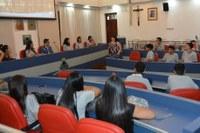 Jovens Aprendizes da Cáritas Granja Viana visitam Câmara Municipal